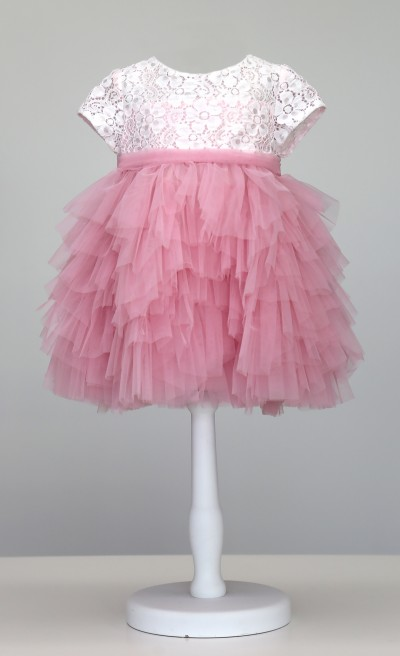 Romantico abito in pizzo panna e gonna in tulle rosa